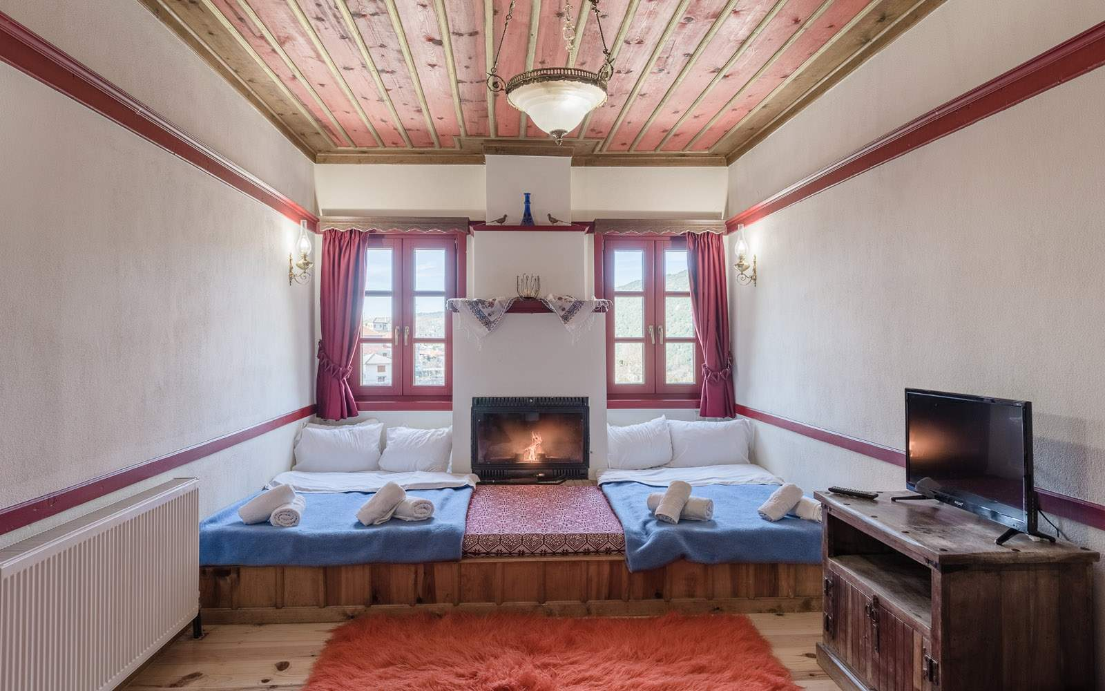 Traditional Twin Rooms with Fireplace
